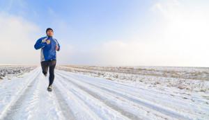 Eiseskälte, gefrorener Boden und frühe Dunkelheit. Für Jogger kein ...