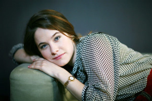 Caroline Dhavernas Wallpaper Images Pictures Photos HD Wallpapers