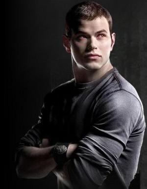 Nome: Emmett Cullen