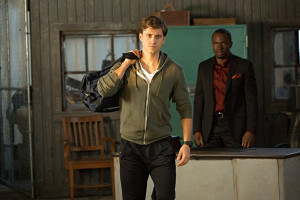 Still of Gbenga Akinnagbe and Aaron Tveit in Graceland (2013)