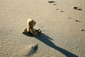 lonely-teddy-bear-lost-lonely-sad-on-the-beach-pictures-for-facebook ...