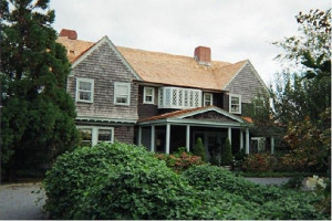 Grey Gardens was sold to Ben Bradlee and Sally Quinn in 1979 for $ ...