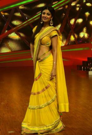 unseen stills shilpa shetty pics in saree shilpa shetty photo gallery