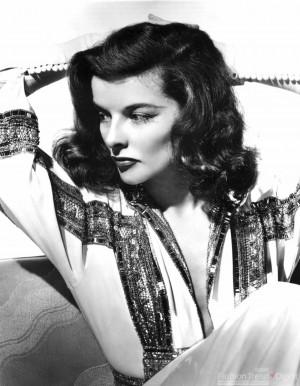 凯瑟琳·赫本(Katharine Hepburn)穿着婚纱的样子格外 ...