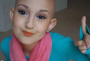 Malata di cancro, a 12 anni Talia Joy è una star del make up