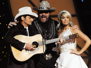 Brad Paisley fondles Miss Piggy! Reese Witherspoon gives a shout out ...