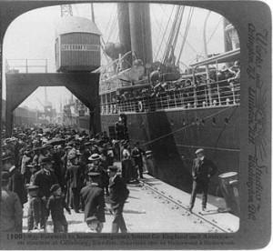 Swedish emigrants boarding ship in Gothenburg in 1905