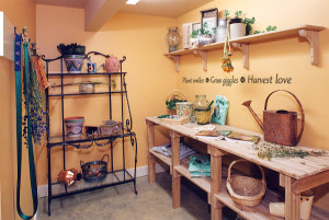 Perk up your gardening room with a sunny quote
