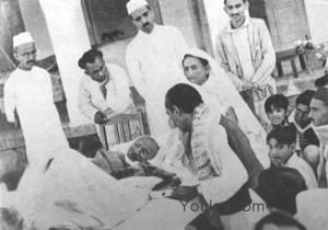 Thread: RARE pics of Mahatma Gandhi