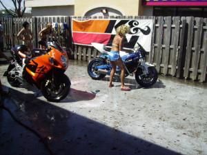 Thread: GUYS pics from bikini bike wash