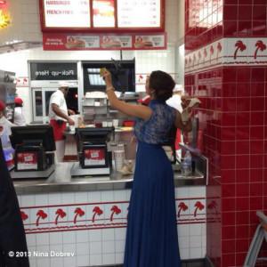 Nina Dobrev : Nina Dobrev al fast food - nina dobrev the vampire ...