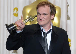Quentin Tarantino holds the trophy for Best Original Screenplay. ©AFP