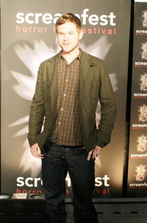 Aaron Ashmore Pics Picture