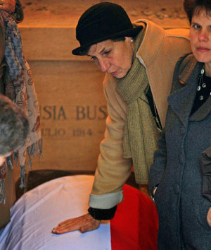 isabel allende daughter of former chilean president salvador allende ...