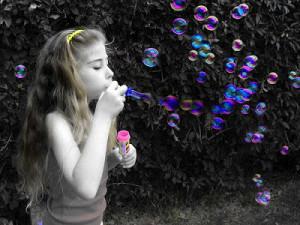 Girl Blowing Bubbles Photograph: http://1.bp.blogspot.com/_ee_6wSqXwnw ...