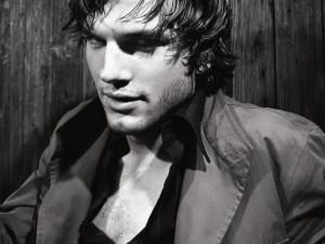 """Ashton Kutcher, znany z seriali """"Dwóch i pół"""" i """"Różowe ..."""