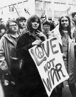 Hippies holding Make Love Not War sign