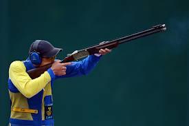 Proper way to hold a gun and shoot skeet!