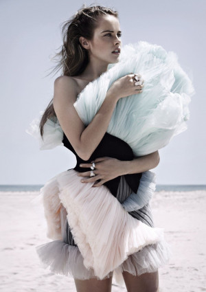 Isabel Lucas photo 8