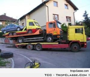 Camion qui remorque un camion qui remorque un camion qui remorque une ...