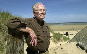 Dick Winters revisiting the Normandy beaches in 2004 Photo: REX