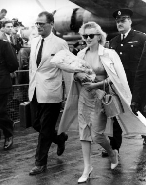 Marilyn Monroe and Arthur Miller arriving in England to film The ...