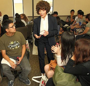 Lynda Resnick speaks with USC Marshall School of Business students