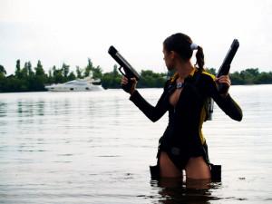 2560x1920 guns cosplay lara croft girls with guns yachts wetsuits ...