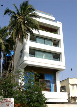 house of abhishek bachchan owned by abhishek bachchan