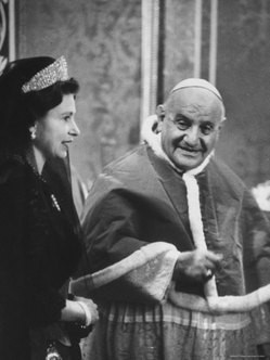 Pope John XXIII with a very young Queen Elizabeth