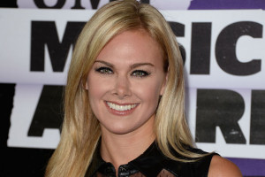 Country singer and actress Laura Bell Bundy recently signed a new ...