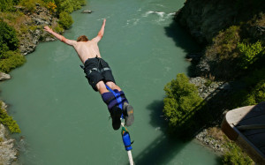 Bungee jumping above Karawau River from Kawarau suspension bridge ...