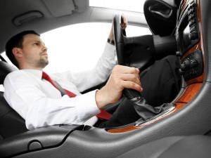 注意安全:男人开车10大恶习揭秘