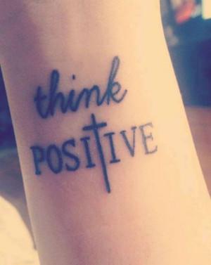 tattoo design schriften-think positiv-arm unterarm-ideen-frauen