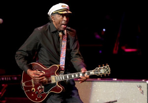 Chuck Berry tears up at all-star tribute concert : Entertainment