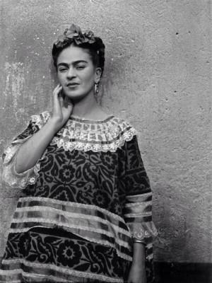 """... con tu voz y tus ojos lo que yo esperaba toda mi vida."""" Frida Kahlo"""