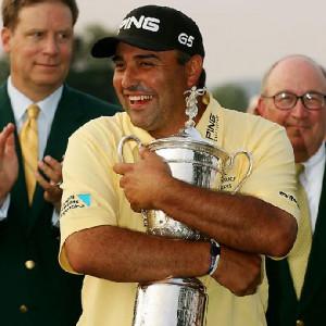 angel cabrera hugging trophy tags golf pga angel cabrera angel cabrera ...