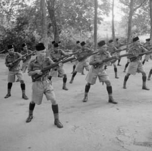 Description Malay Regiment at bayonet practice.jpg