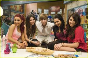 Ariana Grande Victoria Justice Daniella Monet & Elizabeth Gillies