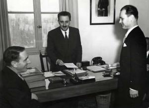 Remise de ses lettres de créances à Moshe Shertok, 1949