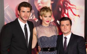 Josh Hutcherson (far right, 5'6″) with his Hunger Games co-stars ...