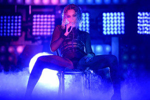 Taylor Swift was one of the many who loved Beyonce 's Grammy-opening ...
