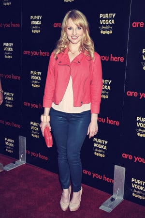 Melissa Rauch attends Are You Here premiere