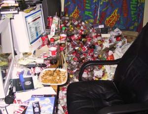 ... .gotsmile.net/images/2011/06/08/messy-computer-desk_130752854369.jpg