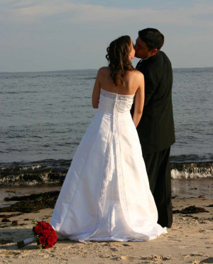 Wedding Couple Kssing in Beach