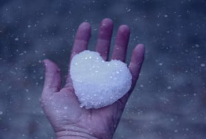 Cold Winter Snow Love Heart(via Pink Sherbet Photography)