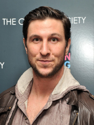 mustache oitnb Orange is the new Black pablo schreiber george mendez
