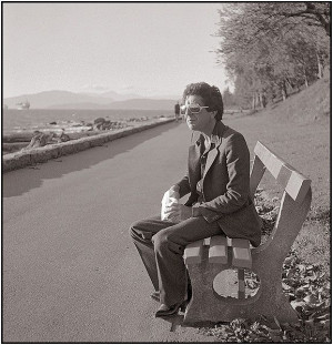 Leonard Cohen on the Vancouver Sea Wall, 1978. Photograph by David ...