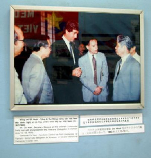John Kerry being thanked for his assistance during the War.
