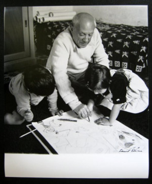 Pablo Picasso with his children Claude and Paloma (photographer ...